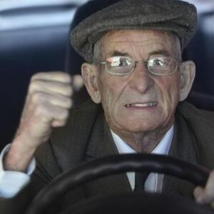 Должен ли пенсионер платить транспортный налог?