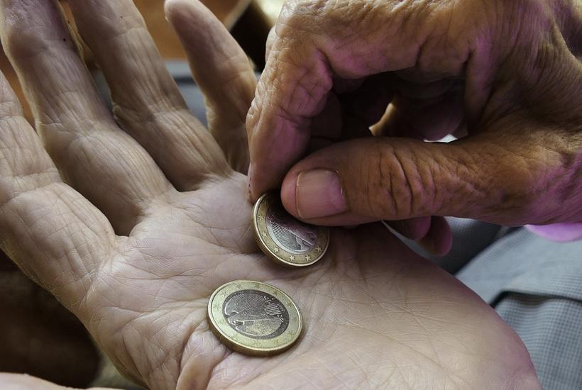 Приставы заставили пенсионера жить на 4 тыс. рублей в месяц