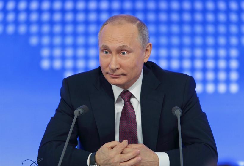 Опрос: какой вопрос вы бы задали Путину на прямой линии?
