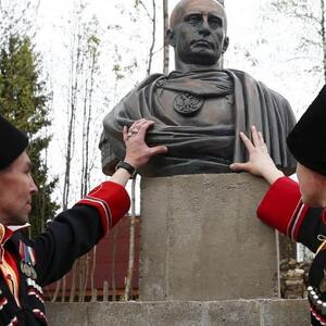 Путина назначили главным казаком России. Казаков приравняют к полицейским.