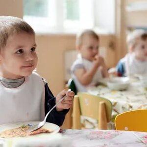 Смольный хочет зачистить рынок от «нехороших» поставщиков еды в детсады и больницы