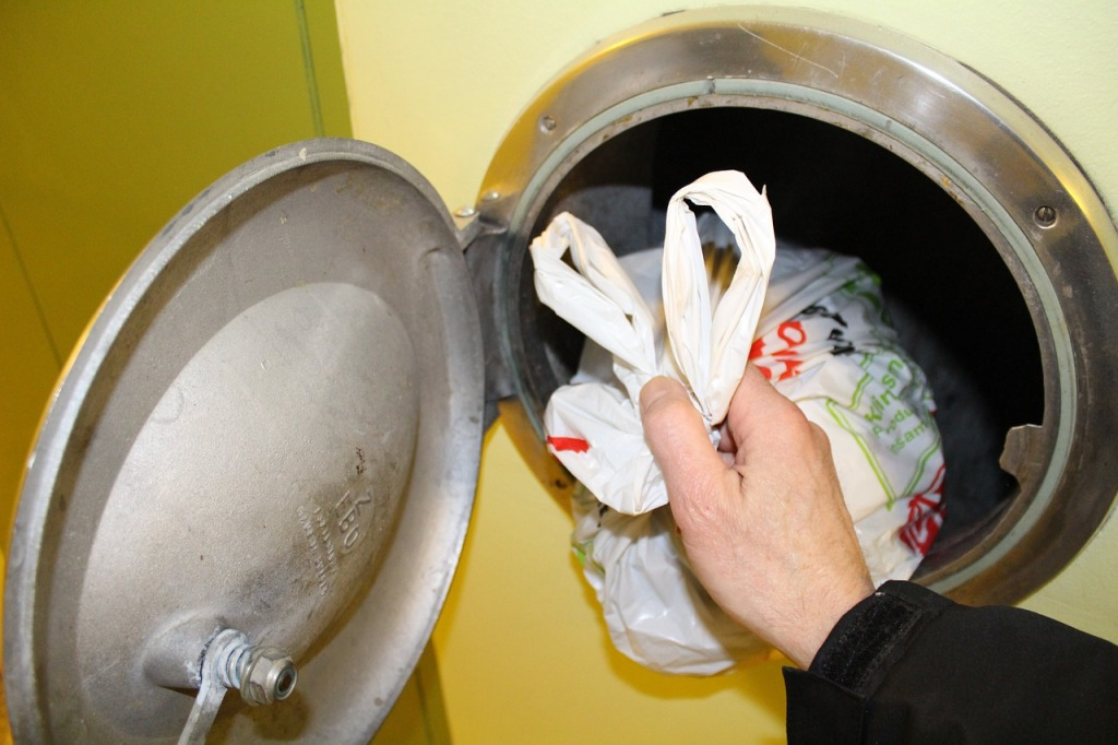 Как я открыл заваренный мусоропровод