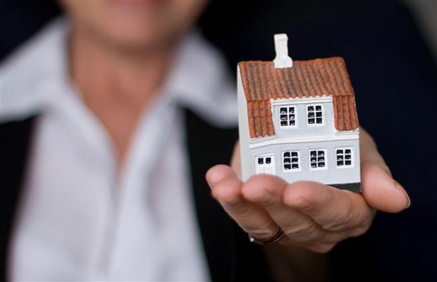 Путин поручил правительству обеспечить малоимущих «социальным жильем».