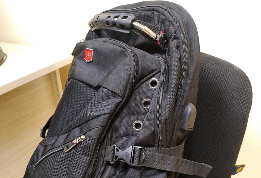 У безработного украли сумку с пятью миллионами рублей.
