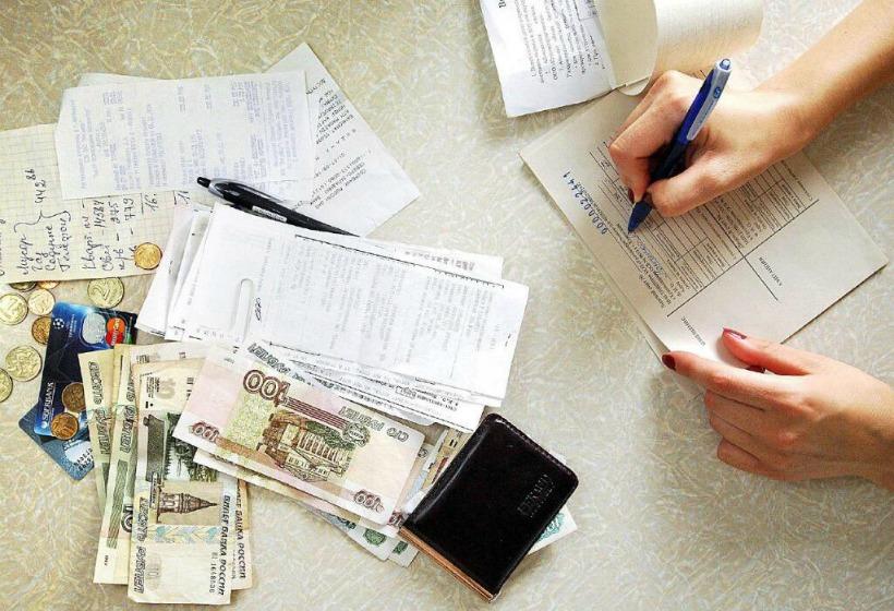 Россиянам, у которых долги по ЖКХ от 100 000 рублей, особенно не повезло
