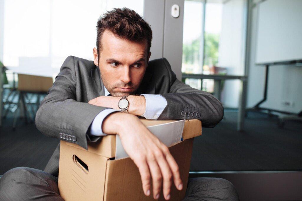Чем обязан работодатель при увольнении