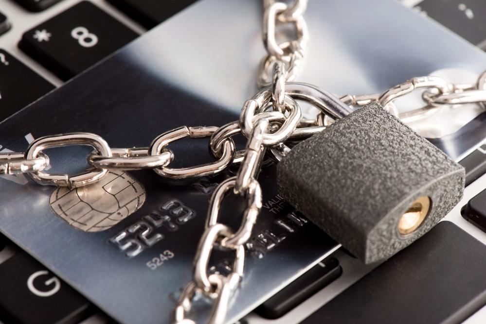 Как обезопасить себя от мошенничества в отношении банковской карты