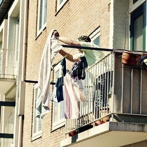 Доля в квартире: тот случай, когда собственность есть, а жить в ней суд запретит