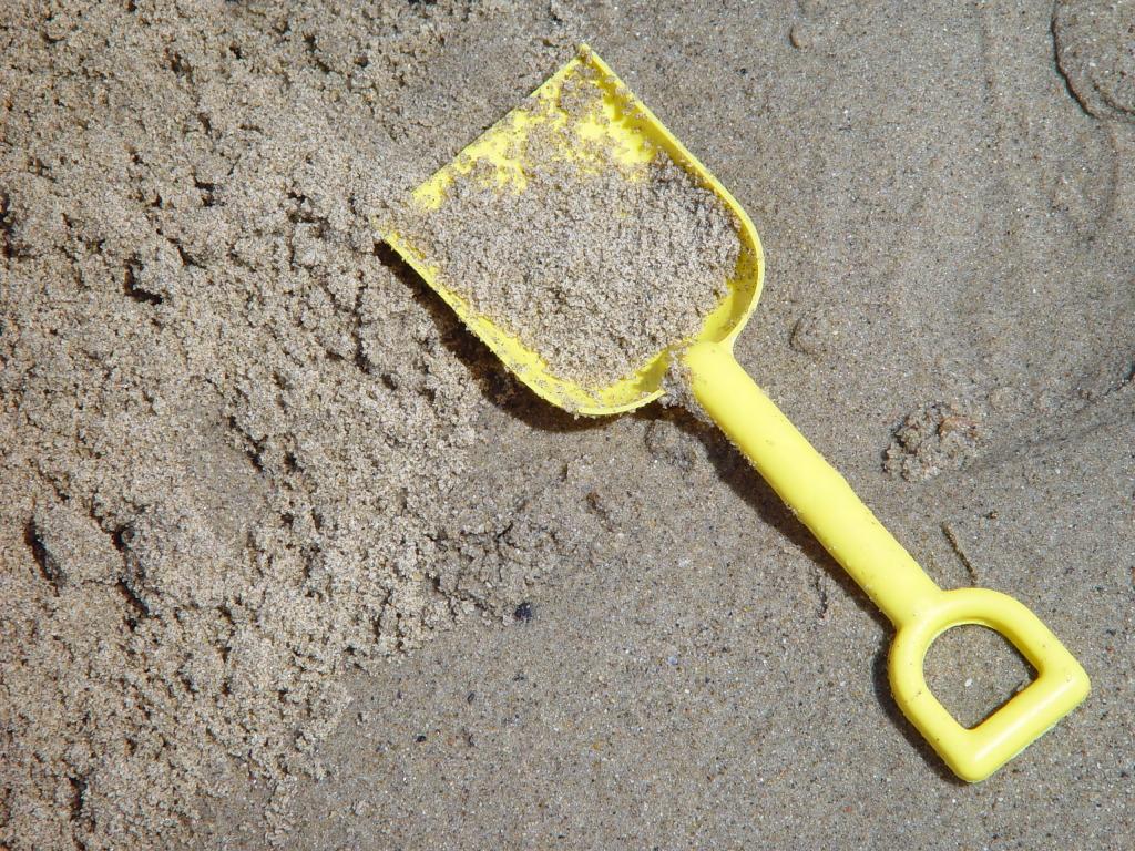 В Вологодской области двухлетняя девочка пропала из песочницы