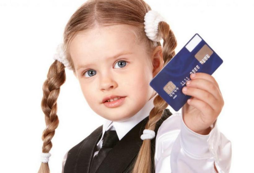 Банки навязывают кредитные карты школьникам