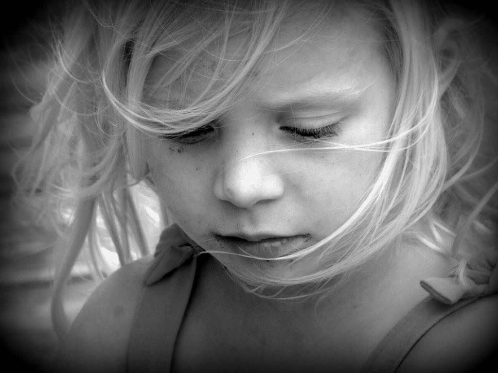 Потерявшая в ДТП родителей, девочка молила о встрече с родной бабушкой