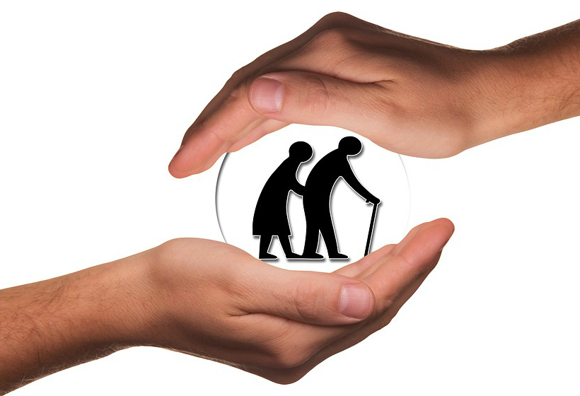 3 риска при покупке квартиры у пожилого человека