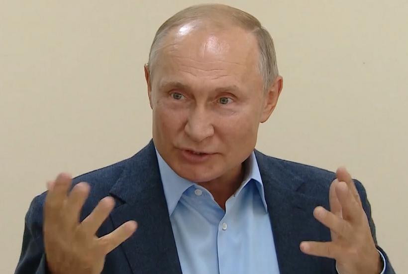 Путин пошутил про излишнюю бюрократию