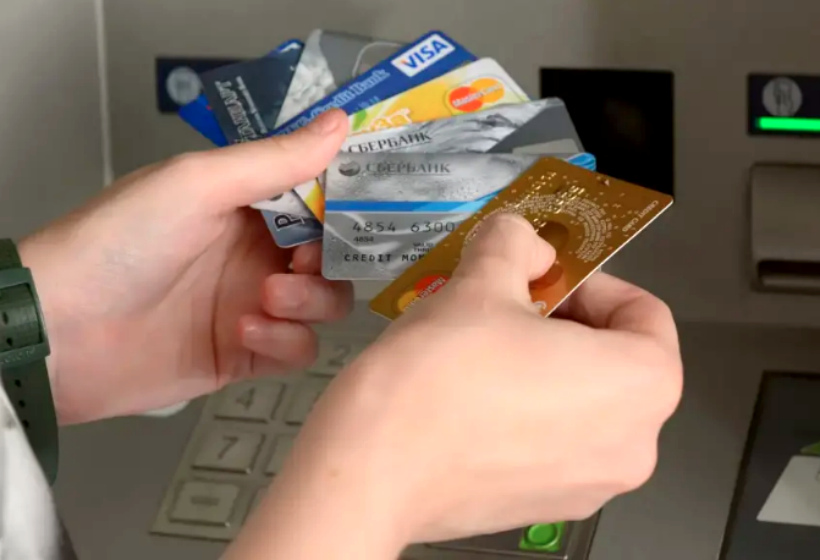 Как нас обманывают банки: откуда берутся долги?