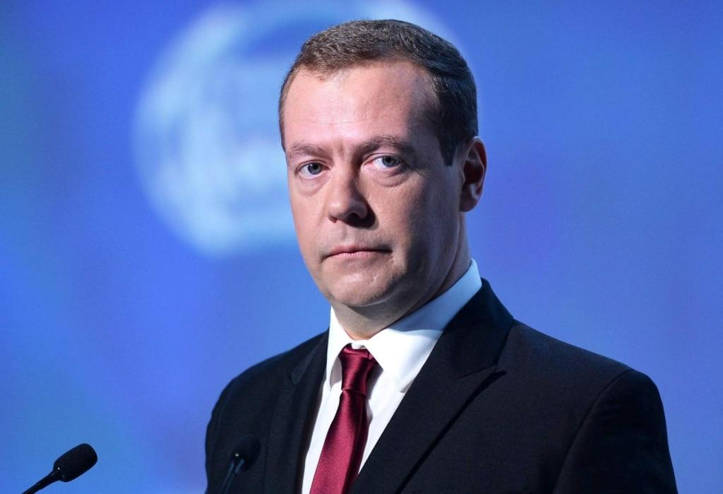 Медведев: «Бедность в стране снизим на 300 %»