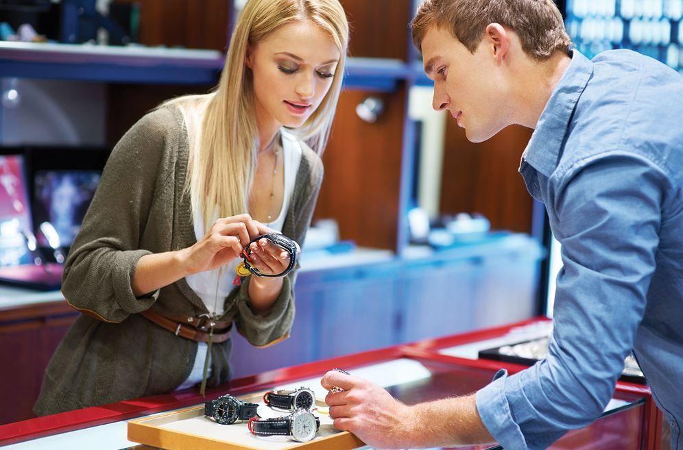 Исследователи уверены: красивые работники сферы услуг не нравятся клиентам