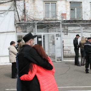 Длительные свидания заключенных с близкими родственниками, отношение инспекторов к свободным людям