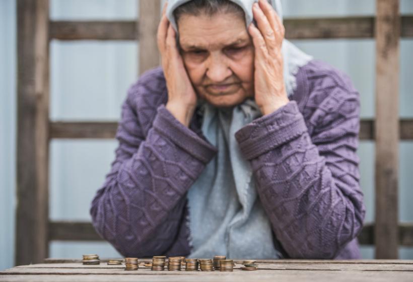 Банк полтора года взыскивал с пенсионерки половину пенсии по кредиту, который она не брала