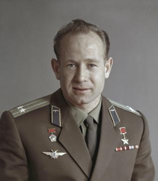 Умер Алексей Леонов. Космонавт номер 2