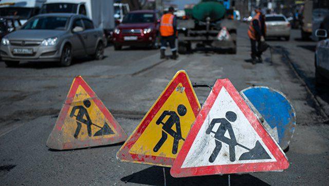 В Омске жители перекрыли проезд машинам, объезжавшим стройку через дворы
