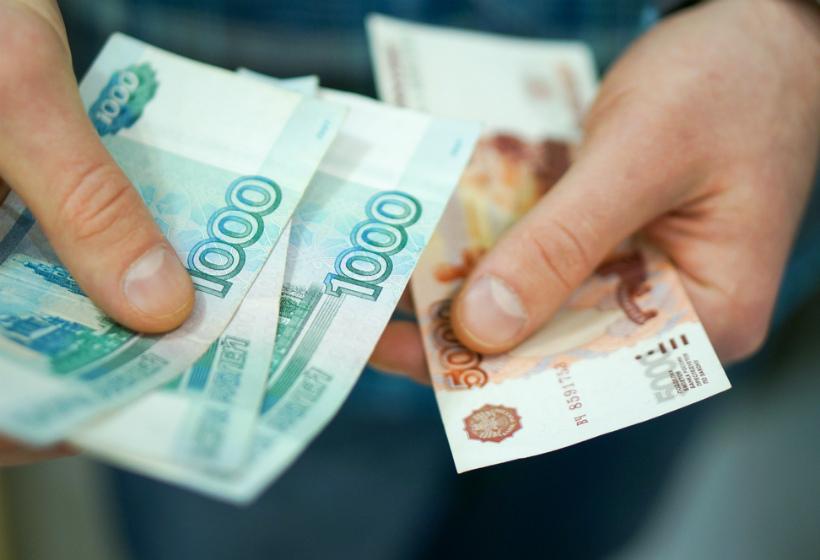 Половине россиян хватает денег только на еду и одежду