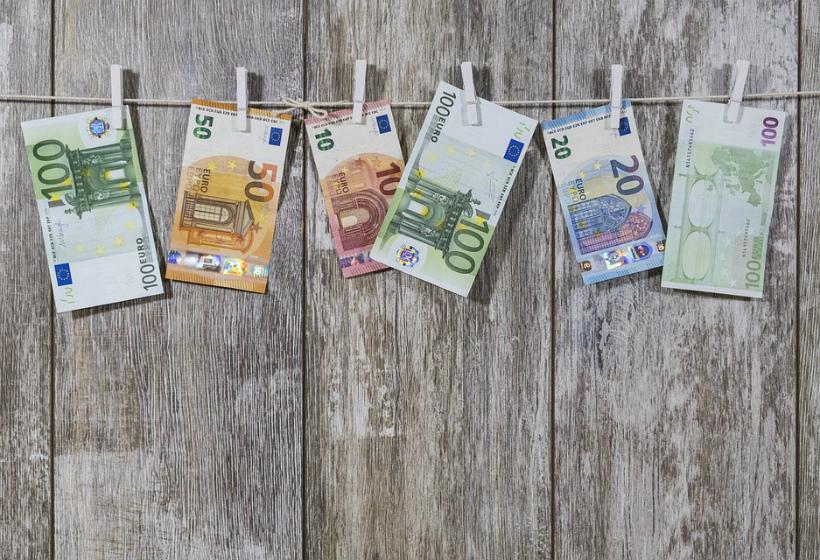 ЦБ понизил официальный курс евро на 29 октября