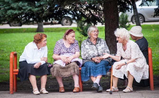Российских женщин начали готовить к еще одному повышению пенсионного возраста..