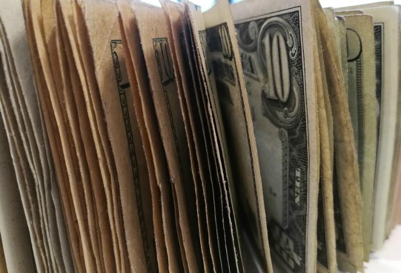 ЦБ понизил официальный курс доллара на 1 ноября