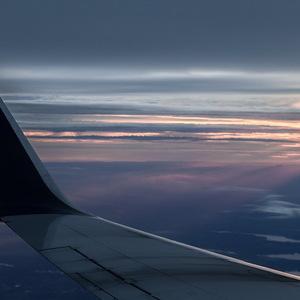 Аварийный SSJ-100 совершил посадку в Тюмени после отказа двигателя - видео