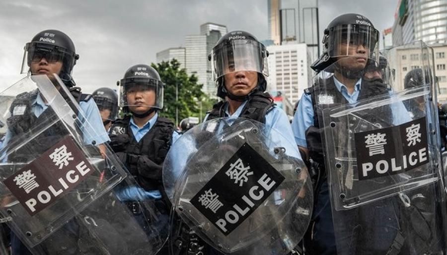 Гонконгская полиция за три дня задержала более 300 человек в ходе протестов