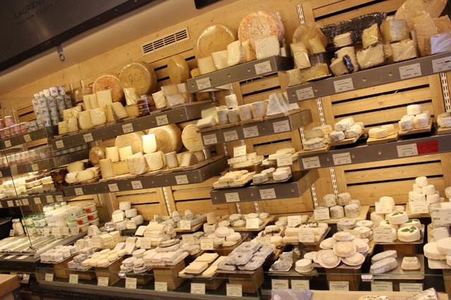 Французской пенсии в 1389 евро в месяц хватает на 74 кг сыра и 798 штук багетов