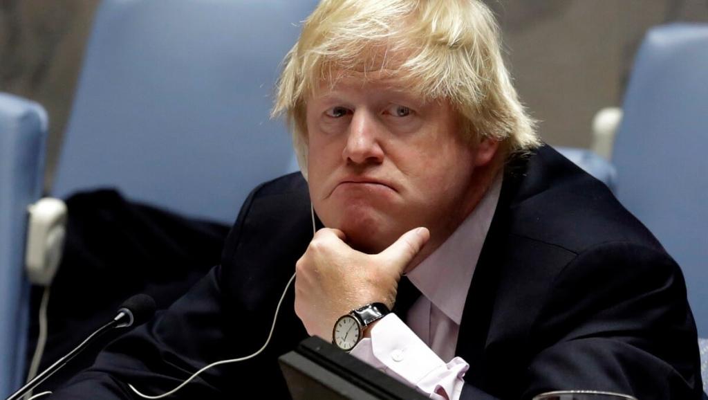 Джонсон признался, что хотел сжевать свой галстук из-за отсрочки Brexit