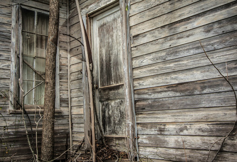 В России ветхие дома предложили ремонтировать за счет граждан