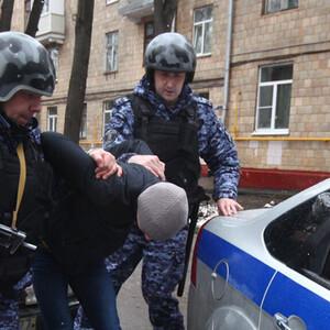 ЕСПЧ признал нарушение прав при задержании мужчины на глазах его 9-летней дочери.