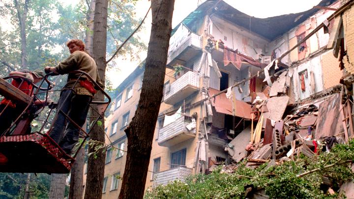 Балконы падают, дома рушатся, за капремонт платим.