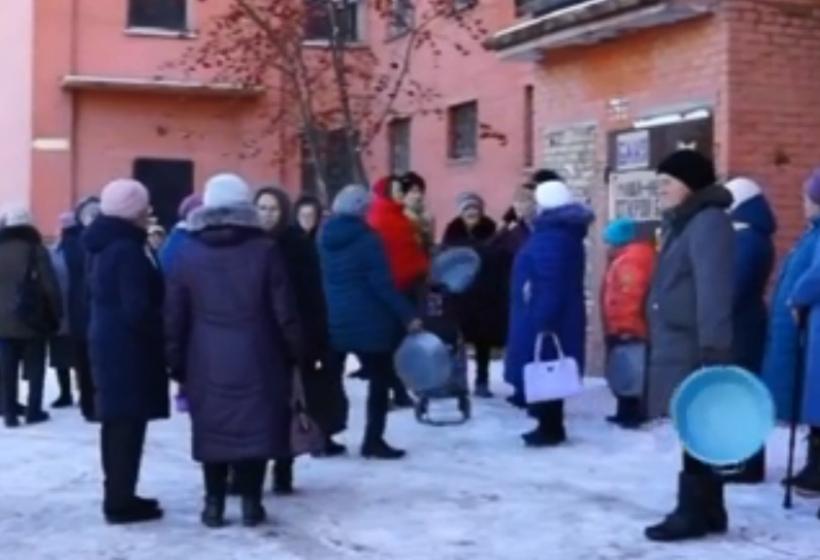 Российские пенсионеры устроили бунт из-за бани