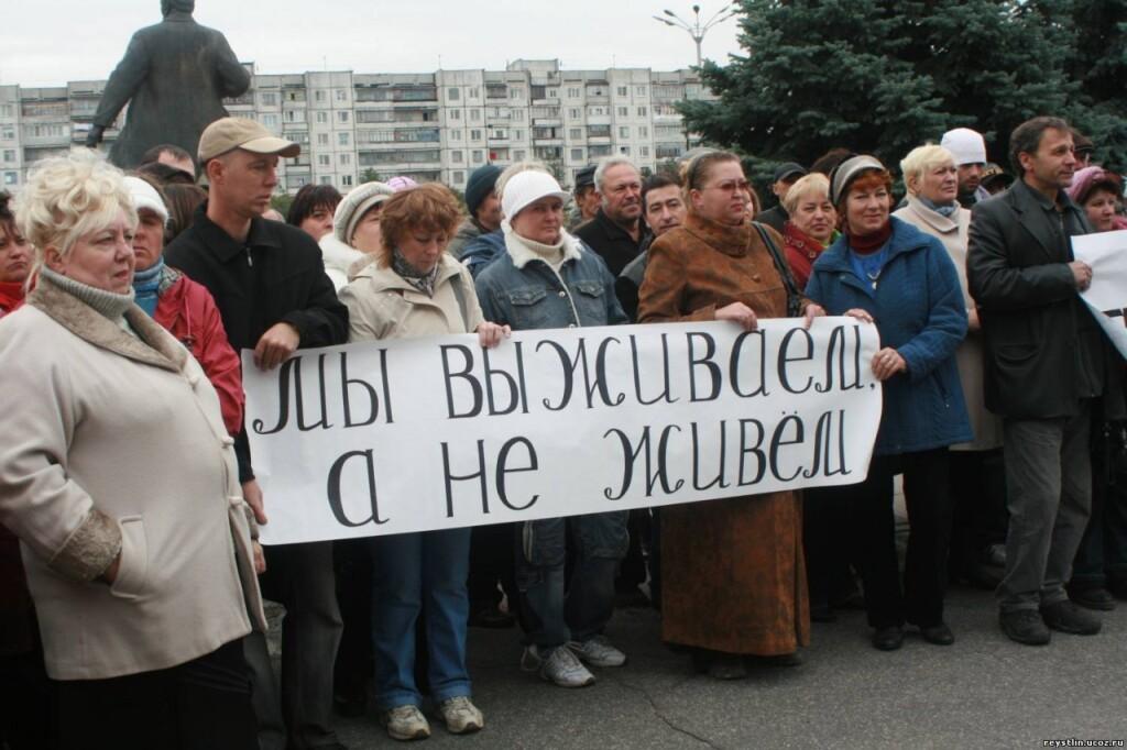 Россияне по уши в долгах, кредитоваться уже начинает средний класс, который сократился на 10 млн
