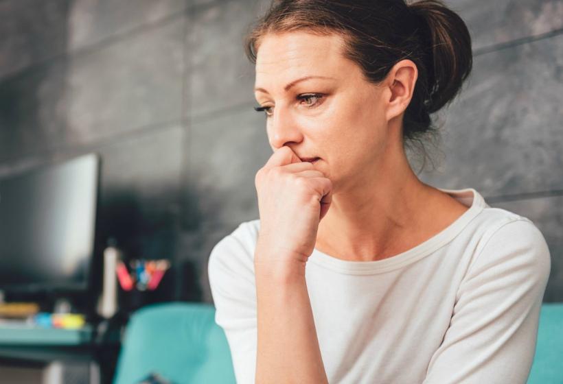 Через 20 лет брака, женщина неожиданно узнала, что давно не замужем, и осталась без дома и денег