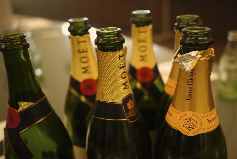 Школьнице грозит пять лет тюрьмы за кражу восьми бутылок шампанского