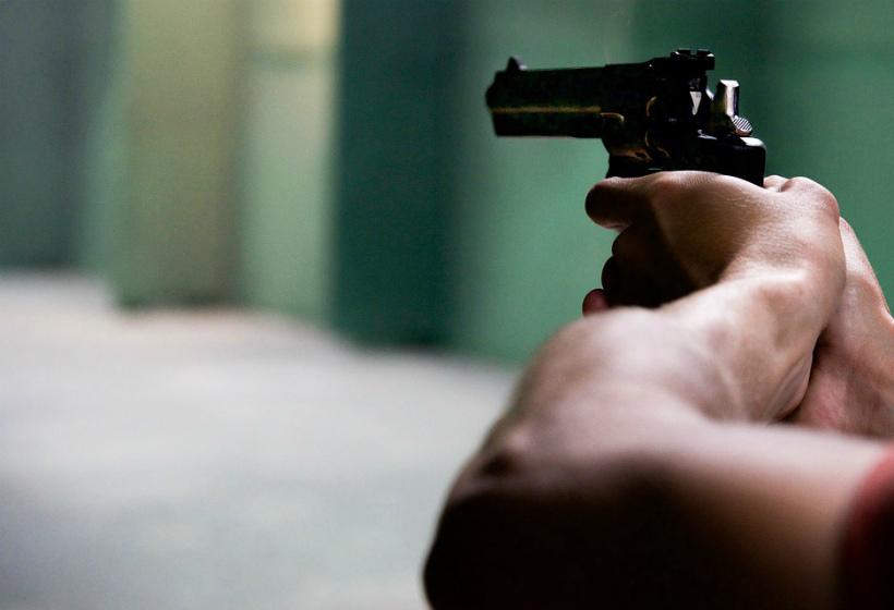 Мужчина открыл стрельбу в подъезде из-за того, что мать не пустила его домой