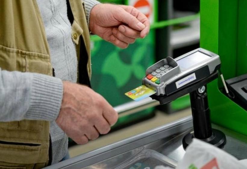Когда расплачиваться банковской картой может быть невыгодно и даже опасно?