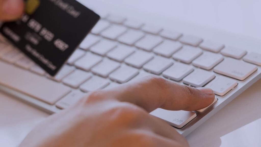 Предоплата 100%. Как граждан «разводят» в интернете с помощью фейковых брендов