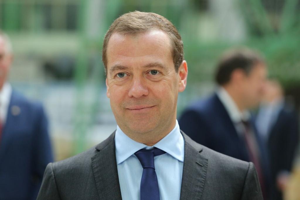 Медведев взялся за товары из зарубежных интернет-магазинов. За какие покупки придется доплачивать?