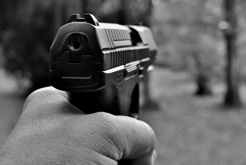 Пьяный россиянин открыл стрельбу в магазине из-за сырка