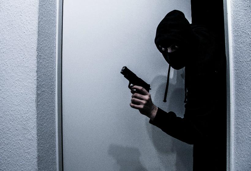 Неизвестные в масках ограбили банк на 5 млн рублей