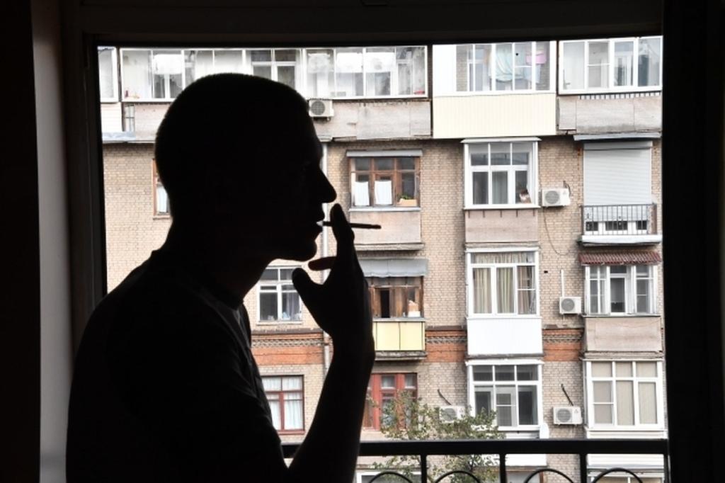 совершенно уверены, курящий из окна фото становясь такие позы