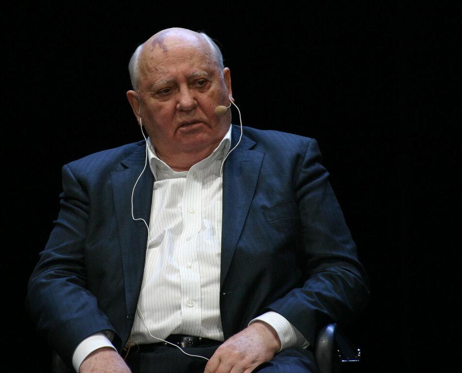 Михаил Горбачев попал в больницу с воспалением легких