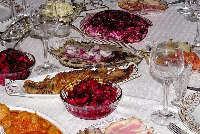 Подсчитана стоимость новогоднего стола в России