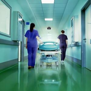 Для медсёстер и врачей введут единые требования оплаты труда