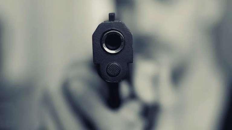 На Петергофском шоссе таксист в ходе спора выстрелил в лицо оппонента